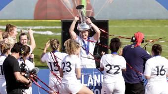 Sarah Hunter celebrates England women